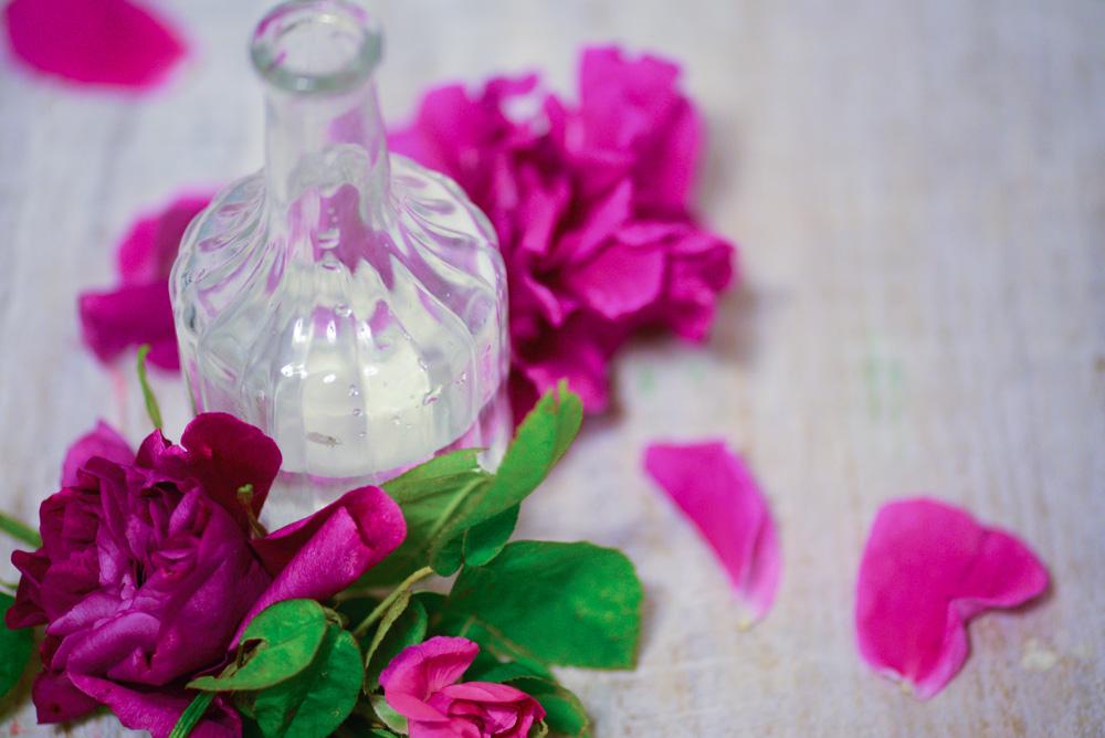 Woda różana przepis i zastosowanie