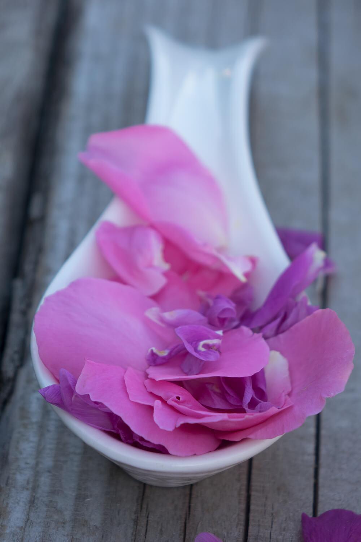 Odmładzająca różana sól do kąpieli
