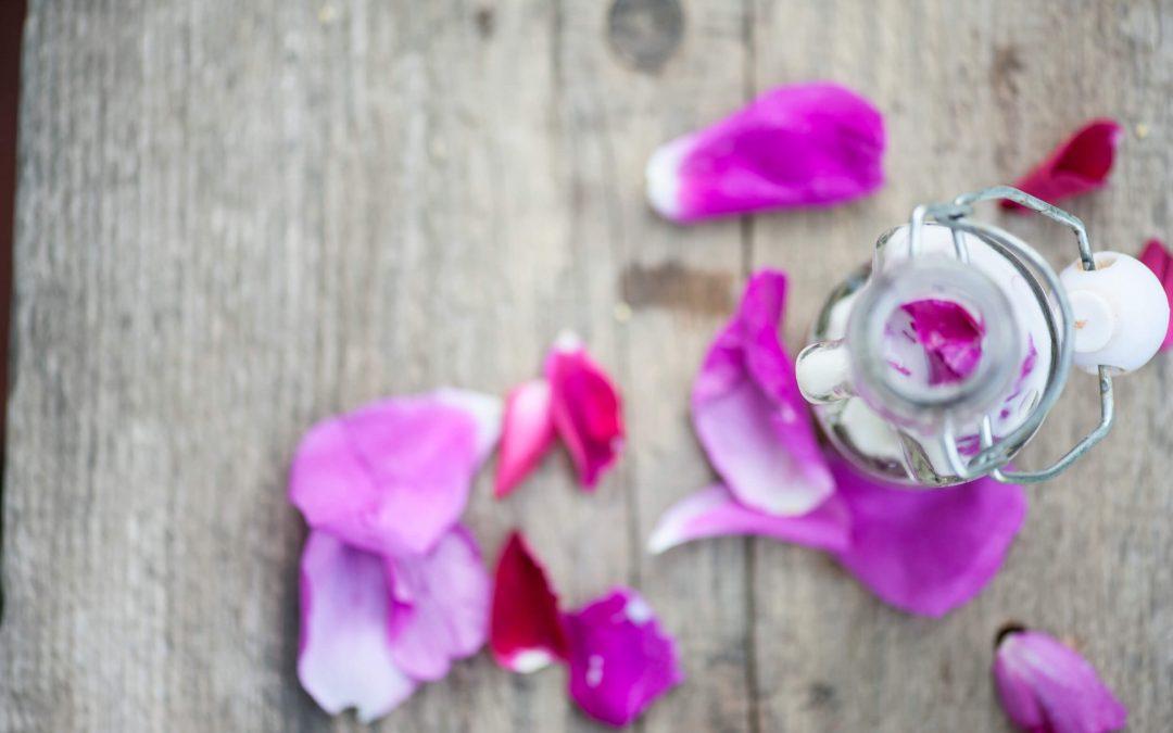 Luksusowy lotion odmładzający z płatków róży