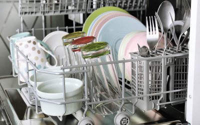 Jak wyczyścić zmywarkę domowym sposobem?